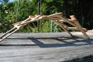 Leonardbrücke am Gartentisch ca 30 cm Spannweite